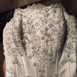 Brand new vintage-classics style wedding dress.